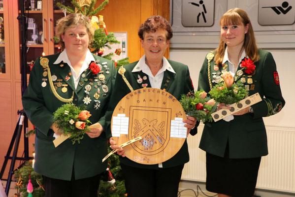 von links: 3. Platz Bianca Lüßmann, Siegerin Ehrenscheibe der Damen Angela Diederichsen, 2. Platz Jasmin Stradtmann