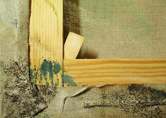 moisissures sur le revers d'une oeuvre contemporaine (acrylique sur toile)