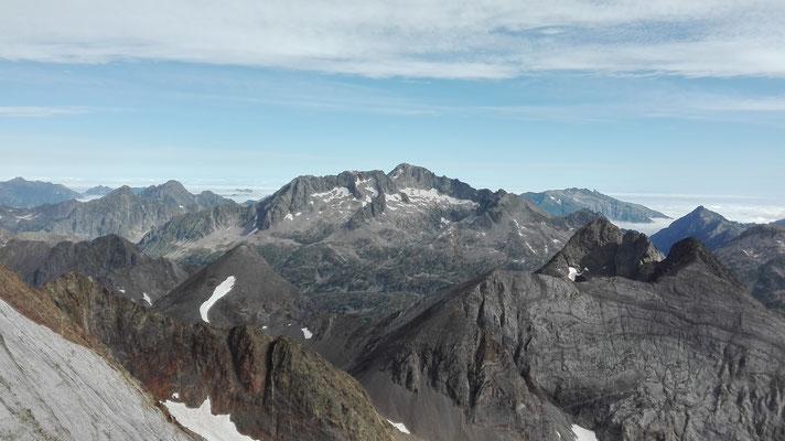 Pico Balaitús, desde el Pico del Infierno.