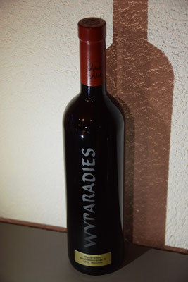 Wyparadies, Steinmetz Wimmis, gravierte Weinflasche