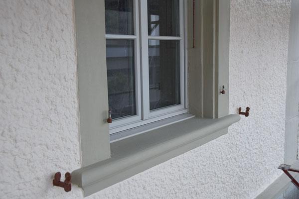 Fenstereinfassung mit Mineralfarbe gestrichen