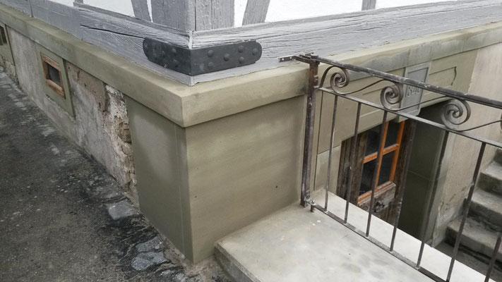 Sockel in Berner Sandstein