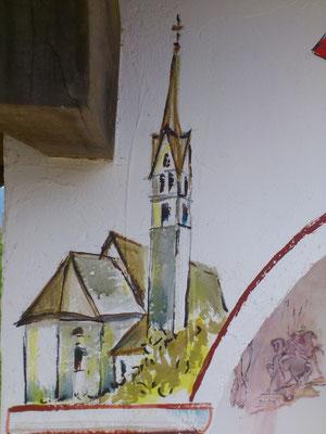 Sulla colonna di sinistra c'è la chiesa di San Simon di Vallada. Antichissima, pare risalgano le prime notizie al 700, ma figura in una bolla papaledel 1185