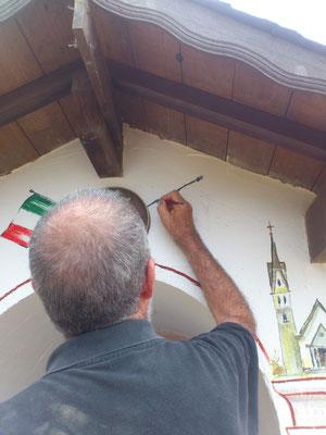 Al centro  finalmente convergono le due Nazioni e come simbolo, Inacio Carreira - artista di Jaraguà- dipinge la sua bandiera.
