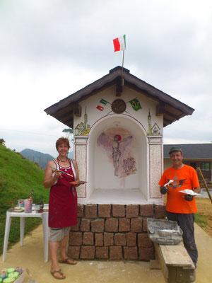 ed ecco, a lavoro finito, la Pintora Anna Marmolada e il Pedrero Celeste Scardanzan! E' così che in Brasile veniamo chiamati.