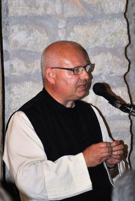 Pater Meinhard vom Stift Heiligenkreuz überbringt die Grußbotschaft des Abtes