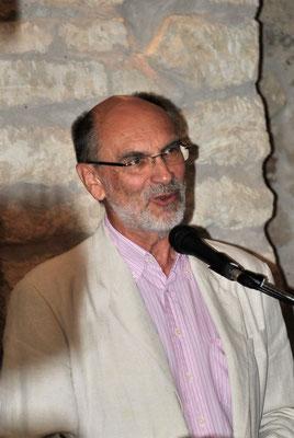 """Dr. Sepp Gmasz stellt die Ortschronik """"800 Jahre Winden am See - 1217 - 2017"""" vor."""