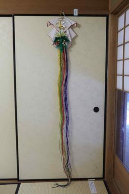 人日の蓬莱飾り。本来は日蔭蔓を使用するが、これは麻を使用している。