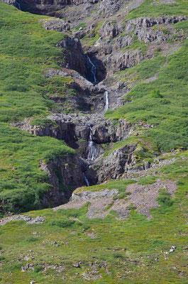 der Wasserfall am Ende des Fjords