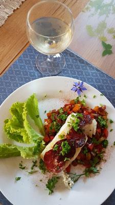 Dorsch auf Paprikagemüsen und knusprig gebackenen Chorizoscheiben
