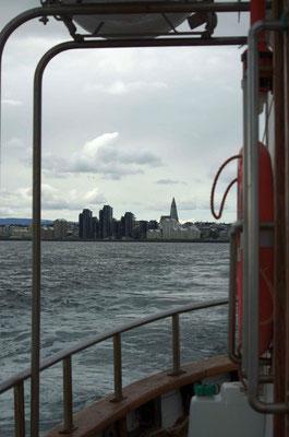 auf Bootstour - Skyline von Reykjavik