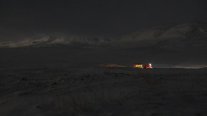 unser Fahrzeug in der Nacht