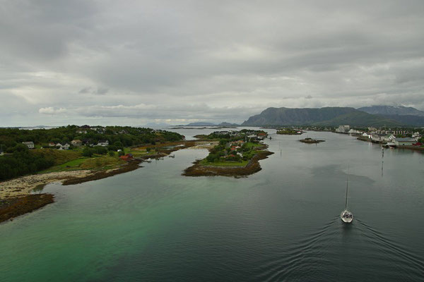 Blick von der Brücke auf Brønnøysund