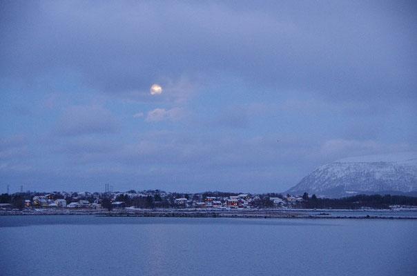 Risøyhamn mit Vollmond