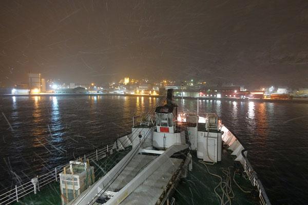Øksfjord Einfahrt in den Hafen