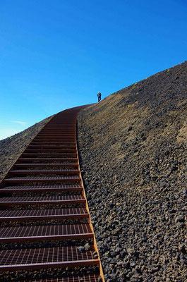 die Treppe zum Saxholl Krater