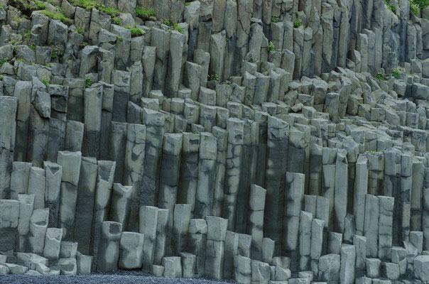 Basaltfelsen am Strand von Vik
