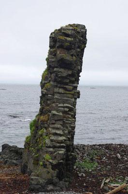 Basaltmauer am Strand...