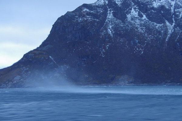 ... und Windhosen, die das Wasser mitreißen