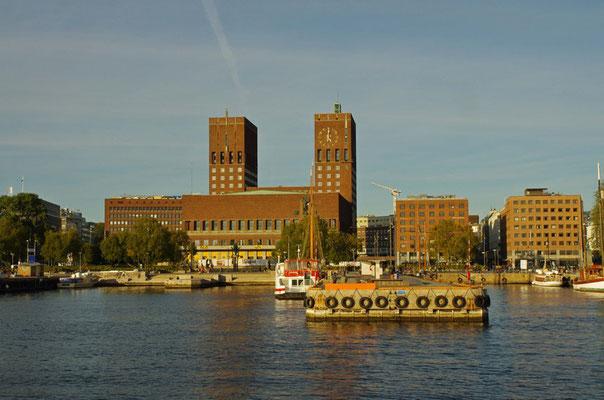 Rathaus vom Boot aus