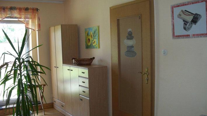 Diele und Eingang zu Wohnung 3