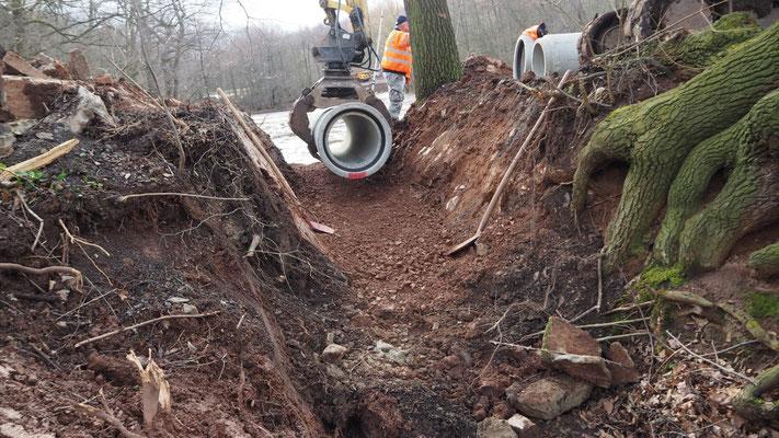 Bau des Hochwasserablaufs
