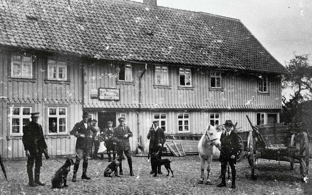 Auf dem Hof der Bäckerei von August Moritz (jetzt Riemenschneider)