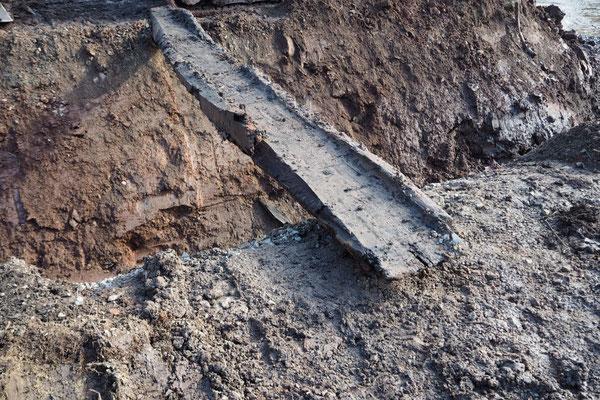 Der Deckel unmittelbar nach der Bergung