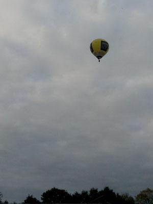 Une  montgolfière au-dessus de Teren début octobre