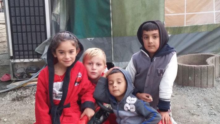 Luiza, Lucas, Madalin sur le départ avec Alex