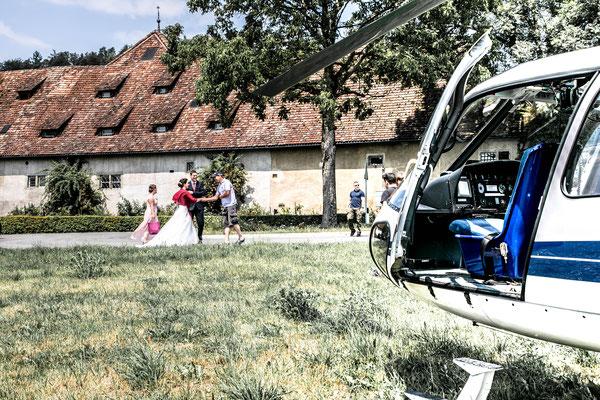 Hochzeitsfotografin St. Gallen, Fotografin, Hochzeit, Heiraten, Helikopter Flug, Heli Flug, Alpstein, Alpen, Schweiz, Seealpsee, Säntis, Überraschung, Aescher, spezielle Fotos, Obereggen, Kartause Ittigen, Hochzeit