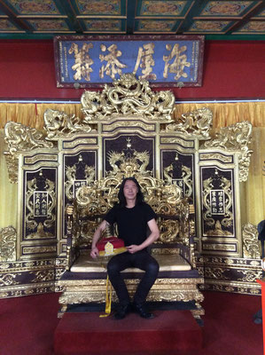 Yongbo Zhao on the imperial throne at the Imperial Edict Museum, Xuzhou (Photo: Klaus Kiefer)