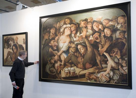"""Galerist Klaus Kiefer vor Yongbo Zhaos """"Bayerische Passion III"""", Art Karlsruhe 2009"""