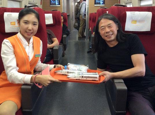 Unterwegs mit dem chinesischen Hochgeschwindigkeitszug (Foto: Klaus Kiefer)