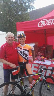 Christian Oberngruber und Hans Strutzenberger freuen sich über den Sieg beim Wachauer Radmarathon