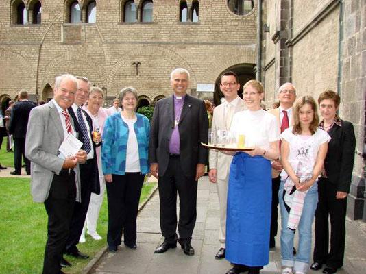 (v.l.n.r) Braam, Diakon Schmidt, Conrads-Butenhof, Lantzerath, Landesbischof Dr. Friedrich, Dr. Vliagkoftis, Schubbe u.a.