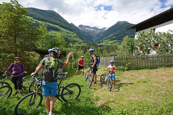 Ausflüge mit der Familie - mit dem Mountainbike das Ahrntal erkunden - so geht Urlaub in Südtirol