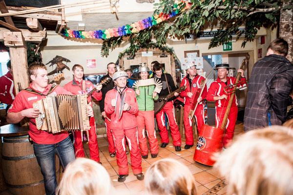 Winter©TVB Tauferer Ahrntal-Hansi Heckmair - die Skischule Klausberg hat eine eigene Musikband die immer wieder für Stimmung sorgt im Skigebiet Klausberg im Ahrntal