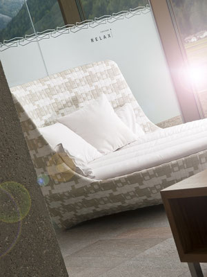 Die Liege für Zwei in der Cascade in Sand in Taufers - für Ihren besonderen Genuss-Urlaub im Tauferer Ahrntal in Südtirol - ganzjährig buchbar bei Appartements Großgasteiger in fünf schönen Ferienwohnungen