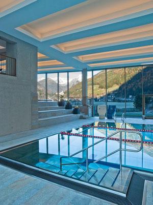 Das Sportbecken in der Cascade in Sand in Taufers - für Ihren besonderen Genuss-Urlaub im Tauferer Ahrntal in Südtirol - ganzjährig buchbar bei Appartements Großgasteiger in fünf schönen Ferienwohnungen