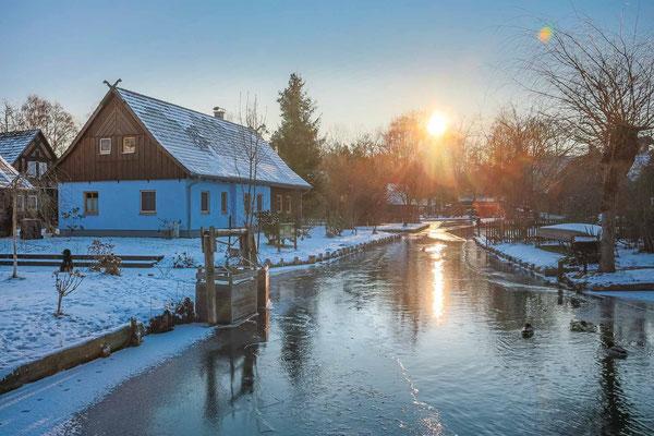 Winteridylle im schönen Dorf Lehde