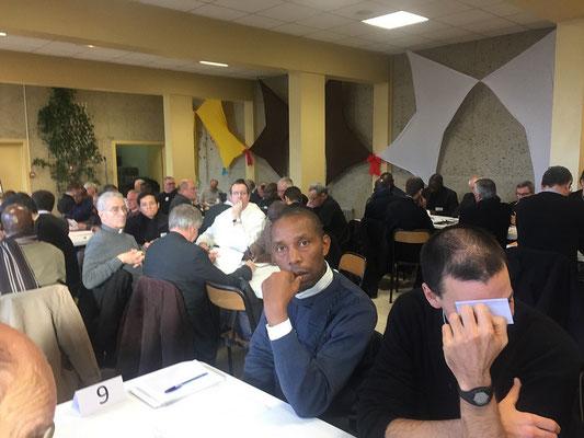 Vue partielle de l'assemblée ; beaucoup de prêtres « Fidei Donum » (exactement le quart de l'assemblée) dans nos 6 diocèses.