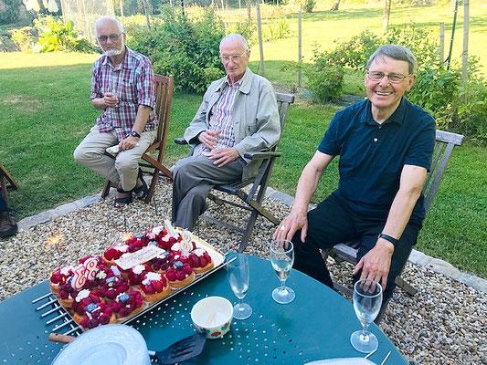 alors que Mgr Gilbert Louis (à droite) fêtait ses 80 ans