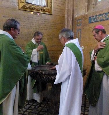 Démarche symbolique au baptistère