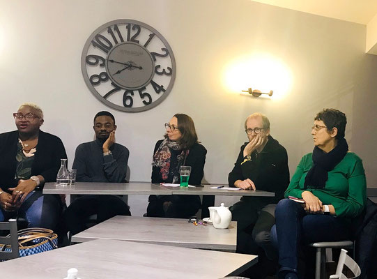 De gauche à droite sur la photo : Maximilienne Bakot, Martial Lamo, Sandrine l'animatrice, Renaud Jégat et Fabienne Mauger