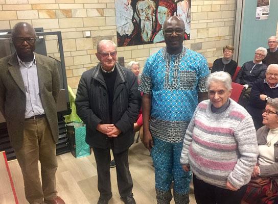 Avec le P. Roland, Babaki Badonté, Pierre Dumur et sœur Marie-Laure de la Miséricorde.