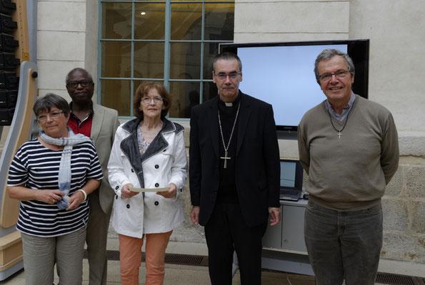 Sur la photo, avec Mgr Habert et trois autres membres de l'équipe pastorale : Marie-Françoise Chevallier, Babaki Badonte et P. Loïc.