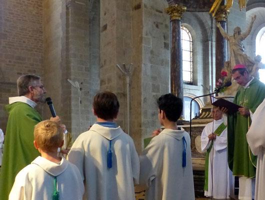 Le P. Hénault-Morel renouvelle ses promesses sacerdotales
