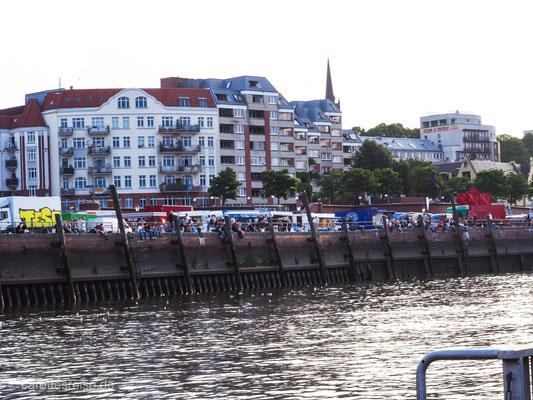 Voll, bunt, Fischmarkt auf St. Pauli.