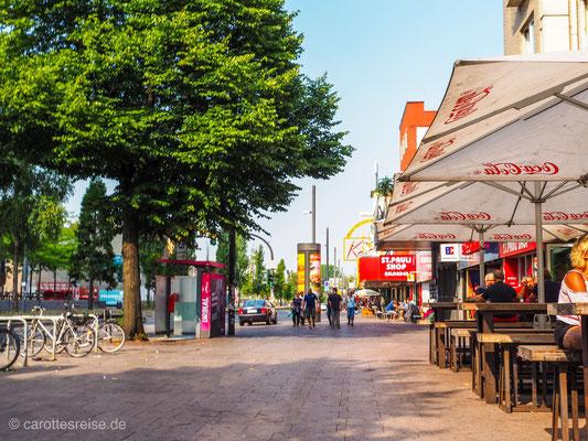 Die Reeperbahn in Hamburg St. Pauli